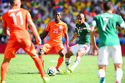 29.06.2014, Castelao, Fortaleza, BRA, FIFA WM, Niederlande vs Mexico, Achtelfinale, im Bild Georginio Wijnaldum (Niederlande) gegen Carlos Salcido (Mexiko) // during last sixteen match between Netherlands and Mexico of the FIFA Worldcup Brazil 2014 at the Castelao in Fortaleza, Brazil on 2014/06/29. EXPA Pictures © 2014, PhotoCredit: EXPA/ fotogloria/ Best Photo Agency<br /> <br /> *****ATTENTION - for AUT, FRA, POL, SLO, CRO, SRB, BIH, MAZ only*****