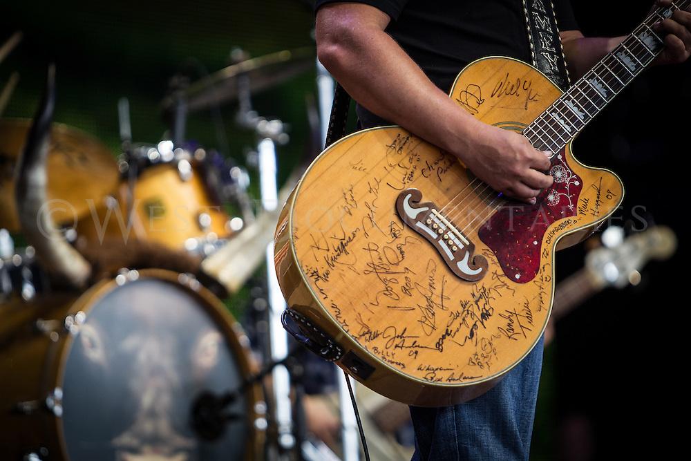Jamey Johnson performs at Farm Aid 2014.