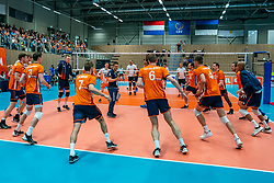12-06-2019 NED: Golden League Netherlands - Estonia, Hoogeveen<br /> Fifth match poule B - The Netherlands win 3-0 from Estonia in the series of the group stage in the Golden European League / Warming up with Ass. coach Max Giaccardi of Netherlands
