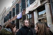Studenten hebben een gebouw van de Universiteit Utrecht aan de Drift in Utrecht bezet. Met de actie willen de studenten duidelijk maken dat ze tegen de bezuinigingen in het onderwijs zijn. Later op de dag volgt een manifestatie op de Neude, waarna in het bezette gebouw debatten en dergelijke worden gehouden.<br /> <br /> Students have occupied a building of the Utrecht University to protest against the cuts in the higher education. During the day there was also a small demonstration in the center of Utrecht.