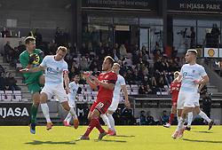 Kevin Stuhr Ellegaard (FC Helsingør) snupper bolden foran Jonas Henriksen og Anders Holvad (FC Fredericia) under kampen i 1. Division mellem FC Fredericia og FC Helsingør den 4. oktober 2020 på Monjasa Park i Fredericia (Foto: Claus Birch).