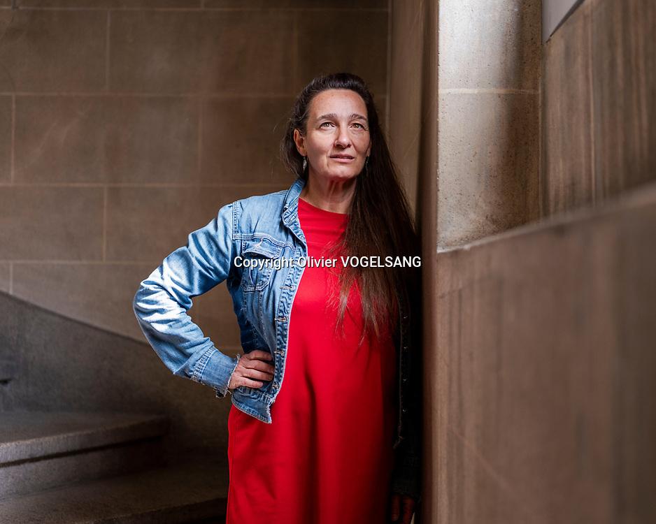 Neuchâtel, 1er juin 2021. Teresa Larraga, actrice-chanteuse féministe. Photographiée au théâtre du concert au centre-ville de Neuchâtel. © Olivier Vogelsang