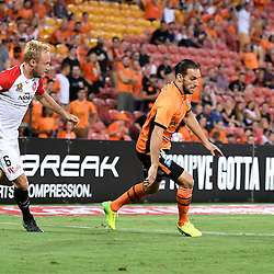 BRISBANE, AUSTRALIA - JANUARY 28: Jack Hingert of the Roar and Mitch Nichols of the Wanderers in action during the round 17 Hyundai A-League match between the Brisbane Roar and Western Sydney Wanderers at Suncorp Stadium on January 28, 2017 in Brisbane, Australia. (Photo by Patrick Kearney/Brisbane Roar)