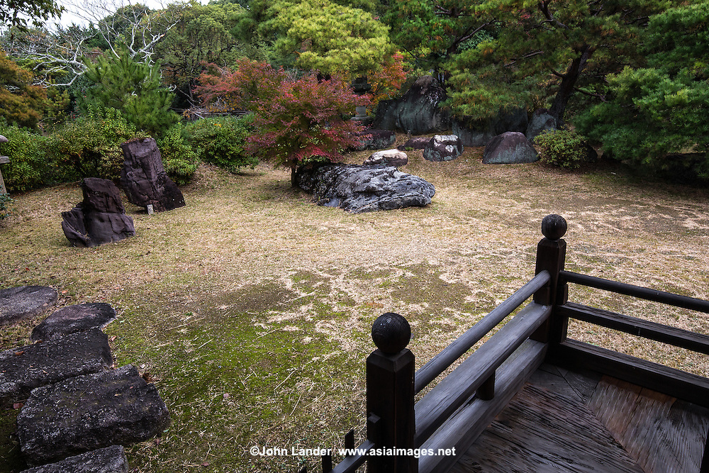 Shodensan-so is a a venue for promoting and practicing tea ceremony. As the variety of tea rooms confirm, Shodensan-so is not a temple but rather a center for the pursuit of tea culture in Japan. Rare openings to visitors in November includes the tea ceremony experience, as well as a stroll through its Japanese garden and an opportunity to view exquisite sukiya architecture. The property was built in keeping one architectural detail in mind: the square-circle duality. For example, ponds: square north, round south, to square and round window shapes, ceiling patterns to lanterns and stepping stones. Though the garden itself appears to have no real focal point, it is in fact a strolling garden where the visitor encounters various aspects of the garden as a kind of adventure.