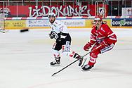 Nathan Vouardoux (SCRJ) gegen Loic Vedova (Lugano) im Spiel der National League zwischen den SC Rapperswil-Jona Lakers und dem HC Lugano, am Dienstag, 19. Oktober 2021, in der St. Galler Kantonalbank Arena Rapperswil-Jona. (Thomas Oswald)