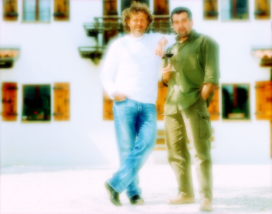 09/05/2001 - Molvena (VI) - Renzo Rosso, fondatore Diesel, con Roberto Cipresso, enologo, alla Diesel Farm