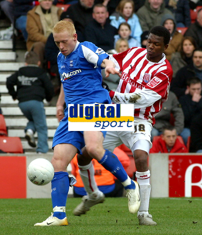 Photo: Dave Linney.<br />Stoke City v Birmingham City. The FA Cup. 19/02/2006.<br />Stoke's Junior(R) keeps the pressure on  Mikael Forssell