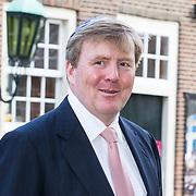 NLD/Amsterdam/20180417 - Koning bij opening tentoonstelling Joden en het Huis van Oranje, Koning Willem Alexander met blauw keppeltje