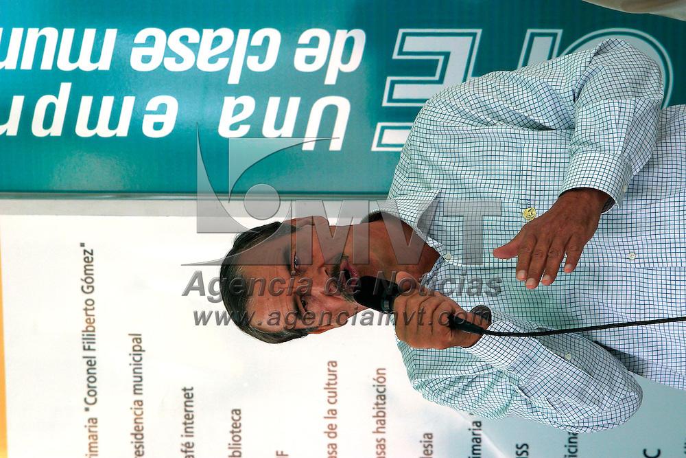 Jocotitlan, Méx.- Vicente Fox Quesada, presidente de Mexico durante el inicio de operaciones de comunicacion a traves de la red de luz electrica como un proyecto de desarrollo para telecomunicaciones. Agencia MVT / Mario Vazquez de la Torre. (DIGITAL)<br /> <br /> NO ARCHIVAR - NO ARCHIVE