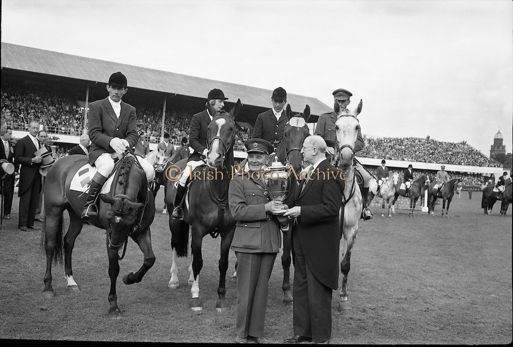 President de Valera presents the Aga Khan trophy to Col. J F Neylon, Chef d'Equipe of the winning Irish team. Mounted (l to r) are: Tommy Wade, The Honourable Diana Connolly-Carew, Seamus Hayes and Captain Billy Ringrose. .08.08.1963