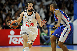 15.04.2015, Palacio de los Deportes stadium, Madrid, ESP, Euroleague Basketball, Real Madrid vs Anadolu Efes Istanbul, Playoffs, im Bild Real Madrid´s Sergio Llull and Anadolu Efes´s Dontaye Draper // during the Turkish Airlines Euroleague Basketball 1st final match between Real Madrid vand Anadolu Efes Istanbul t the Palacio de los Deportes stadium in Madrid, Spain on 2015/04/15. EXPA Pictures © 2015, PhotoCredit: EXPA/ Alterphotos/ Luis Fernandez<br /> <br /> *****ATTENTION - OUT of ESP, SUI*****