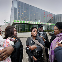 Nederland, Amsterdam , 14 maart 2014.<br /> De Nigeriaanse Clara Mwaebi (midden) moet 2 maanden de gevangenis in ivm vals paspoort.<br /> Een erkend slachtoffer van mensenhandel moet 2 maanden de cel in voor het bezit van het valse paspoort dat zij kreeg van de mensensmokkelaar.Ze draait op voor de fout van haar advocaat<br /> Foto:Jean-Pierre Jans