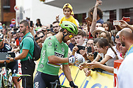 Peter Sagan (SVK - Bora - Hansgrohe) autograph, fans, public, during the 105th Tour de France 2018, Stage 21, Houilles - Paris Champs-Elysees (115 km) on July 29th, 2018 - Photo Luca Bettini / BettiniPhoto / ProSportsImages / DPPI