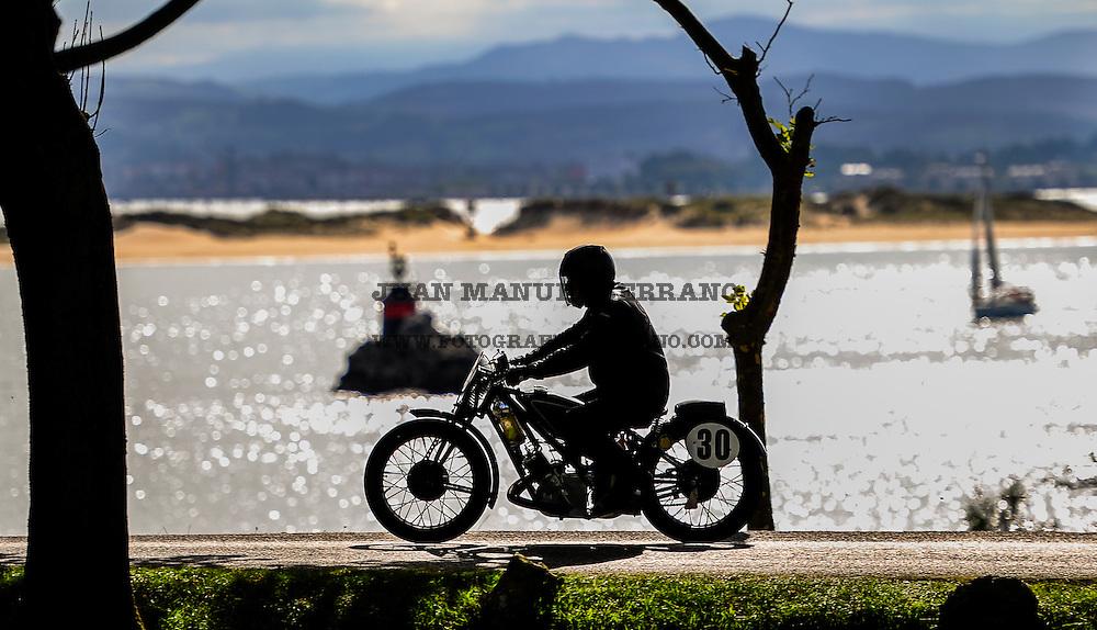 29-09-2013 Santander<br /> IV Gran Carrera Motos Clasicas en el Palacio de la Magdalena<br /> Juan Felix Cid, con la moto Scott TT<br /> <br /> Fotos: Juan Manuel Serrano Arce