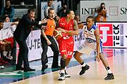 DESCRIZIONE : Cantu Lega A 2013-14 Acqua Vitasnella Cantu EA7 Emporio Armani Milano<br /> GIOCATORE : Curtis Jerrells Luca Banchi<br /> CATEGORIA : Palleggio Ritratto<br /> SQUADRA : EA7 Emporio Armani Milano<br /> EVENTO : Campionato Lega A 2013-2014<br /> GARA : Acqua Vitasnella Cantu EA7 Emporio Armani Milano<br /> DATA : 23/12/2013<br /> SPORT : Pallacanestro <br /> AUTORE : Agenzia Ciamillo-Castoria/G.Cottini<br /> Galleria : Lega Basket A 2013-2014  <br /> Fotonotizia : Cantu Lega A 2013-14 Acqua Vitasnella Cantu EA7 Emporio Armani Milano<br /> Predefinita :