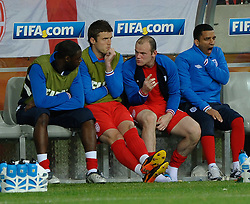 23.06.2010, Nelson Mandela Bay Stadium, Port Elizabeth, RSA, FIFA WM 2010, Slovenia (SLO) and England (ENG), im Bild Wayne Rooney of England speaks with Micheal Carrick & Ledley King after being substituted for Joe Cole. EXPA Pictures © 2010, PhotoCredit: EXPA/ IPS/ Marc Atkins / SPORTIDA PHOTO AGENCY
