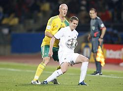 June 17, 2009 - 090617 Fotboll, Confederations Cup, Sydafrika - Nya Zeeland: Matthew Booth, Sydafrika och Chris Killen, Nya Zeeland...© BildbyrÅ'n - Cop 7..SWEDEN ONLY. (Credit Image: © John Sibley/Bildbyran via ZUMA Press)