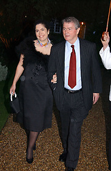 STEPHEN QUINN and KIMBERLEY FORTIER at the annual Chelsea Flower Show dinner hosted by jewellers Cartier at the Chelsea Pysic Garden, London on 22nd May 2006.<br /><br />NON EXCLUSIVE - WORLD RIGHTS