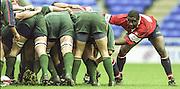 Reading. England. UK. Gloucester No. 8 Steve OJOMOH peelin away from the scrum during the <br /> Premiership Rugby. London Irish vs Gloucester Rugby. 16.04.2001. Madejski Stadium. <br /> <br /> [Mandatory Credit, Peter Spurrier/ Intersport Images].