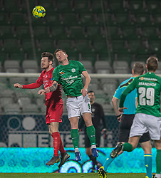 Nikolaj Hansen (FC Helsingør) og Sebastian Grønning (Viborg FF) i luften under kampen i 1. Division mellem Viborg FF og FC Helsingør den 30. oktober 2020 på Energi Viborg Arena (Foto: Claus Birch).