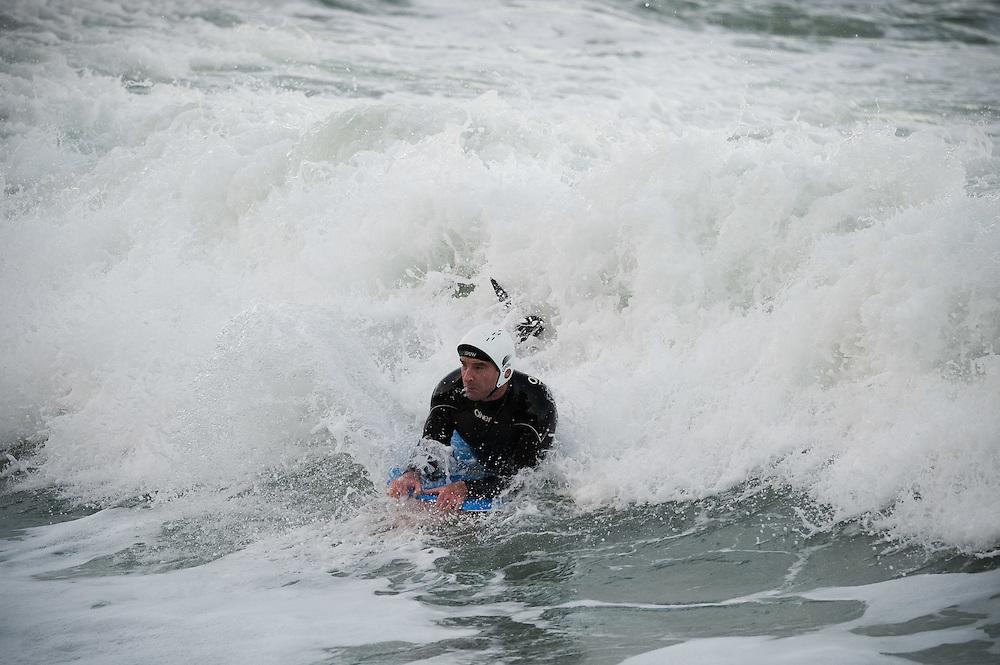 MT Surfing Breaker Bay 26-7-11..Photo by Mark Tantrum   www.marktantrum.com