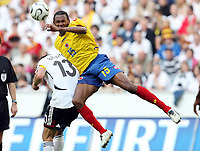 Fotball<br /> Landskamp<br /> Tyskland v Colombia<br /> 02.06.2006<br /> Foto: Imago/Digitalsport<br /> NORWAY ONLY<br /> <br /> John Viafara (Kolumbien, re.) gegen Michael Ballack (Deutschland)