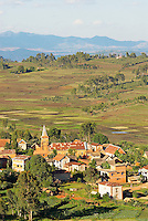 Madagascar. Village des environs de Antsirabe. // Madagascar. Traditional village on Hill around Antsirabe.