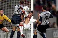 Fotball. Nederlandsk æresdivisjon 2001/2002. 03.04.2002.<br /> Ajax v Groningen.<br /> Mido, Ajax.<br /> Boekweg, Groningen.<br /> Foto: Stanley Gontha, Digitalsport.