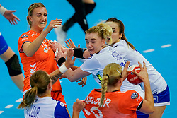 13-12-2019 JAP: Semi Final Netherlands - Russia, Kumamoto<br /> The Netherlands beat Russia in the semifinals 33-22 and qualify for the final on Sunday in Park Dome at 24th IHF Women's Handball World Championship / Kelly Dulfer #18 of Netherlands, Kseniia Makeeva #19 of Russia