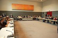 08 JUL 2004, BERLIN/GERMANY:<br /> Uebersicht Sitzungssaal zu Beginn der 8. Sitzung der Kommission von Bundestag und Bundesrat zur Modernisierung der bundesstaatlichen Ordnung, kurz: Bundesstaatskommission, Grosser Protokollsaal, Deutscher Bundestag<br /> IMAGE: 20040708-01-038<br /> KEYWORDS: Übersicht