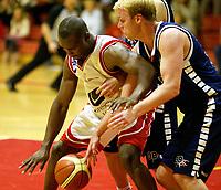 Basket , 1. Oktober 2006 , BLNO Grunnspill ,Rykkinhallen.<br /> 3B/Bærums Verk - Ulriken Eagles.<br /> 3B/Bærums Verk ,Øyvind Fritzen - Ulriken Eagles ,Peter Bullock<br /> <br /> Foto: Robert Christensen