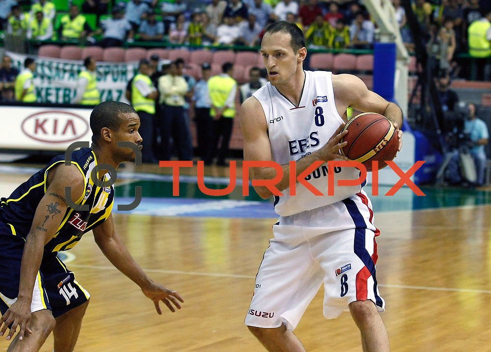 Efes Pilsen's Igor RAKOCEVIC (R) and Fenerbahce Ulker's Lynn Terence GREER (L) during their Turkish Basketball league Play Off Final fifth leg match Efes Pilsen between Fenerbahce Ulker at the Ayhan Sahenk Arena in Istanbul Turkey on Sunday 30 May 2010. Photo by Aykut AKICI/TURKPIX