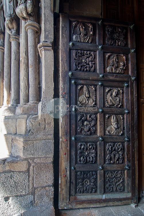 Puerta de la catedral de Tuy. Potnevedra. Galicia. España. Europa © Country Sessions / PILAR REVILLA ©Country Sessions / PILAR REVILLA