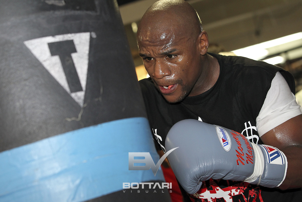LAS VEGAS, NV - APRIL 24:  Boxer Floyd Mayweather Jr. works out in front of the media at Mayweather Boxing Gym on April 24, 2012 in Las Vegas, Nevada.  (Photo by Jeff Bottari/Getty Images)