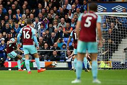 Jeff Hendrick of Burnley scores his sides first goal - Mandatory by-line: Matt McNulty/JMP - 01/10/2017 - FOOTBALL - Goodison Park - Liverpool, England - Everton v Burnley - Premier League