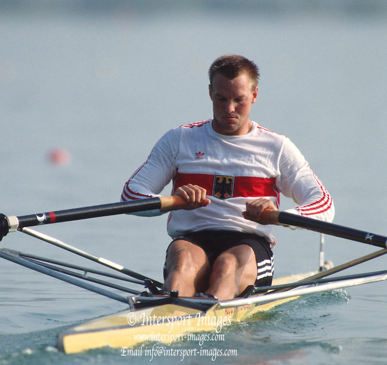 Banyoles, SPAIN, Men's single scull, gold medalist, GER M1X. Thomas LANGE, competing in the 1992 Olympic Regatta, Lake Banyoles, Barcelona, SPAIN.   [Mandatory Credit: Peter Spurrier: Intersport Images]
