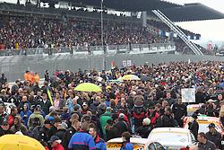25.06.2011, GER, Motorsport, 24 H Rennen Nürburgring, im Bild Startaufstellung vor vollen Zuschauertribuenen, EXPA Pictures © 2011, PhotoCredit: EXPA/ A. Neis