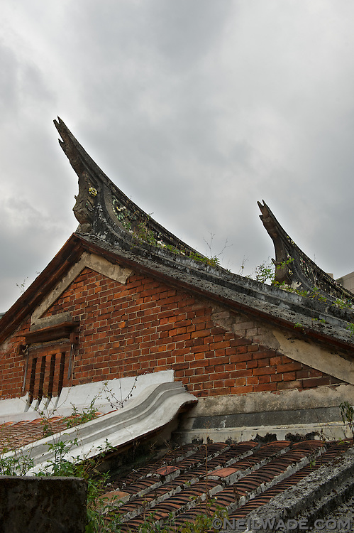 The roof of a very old building found in Shenkeng, Taiwan.