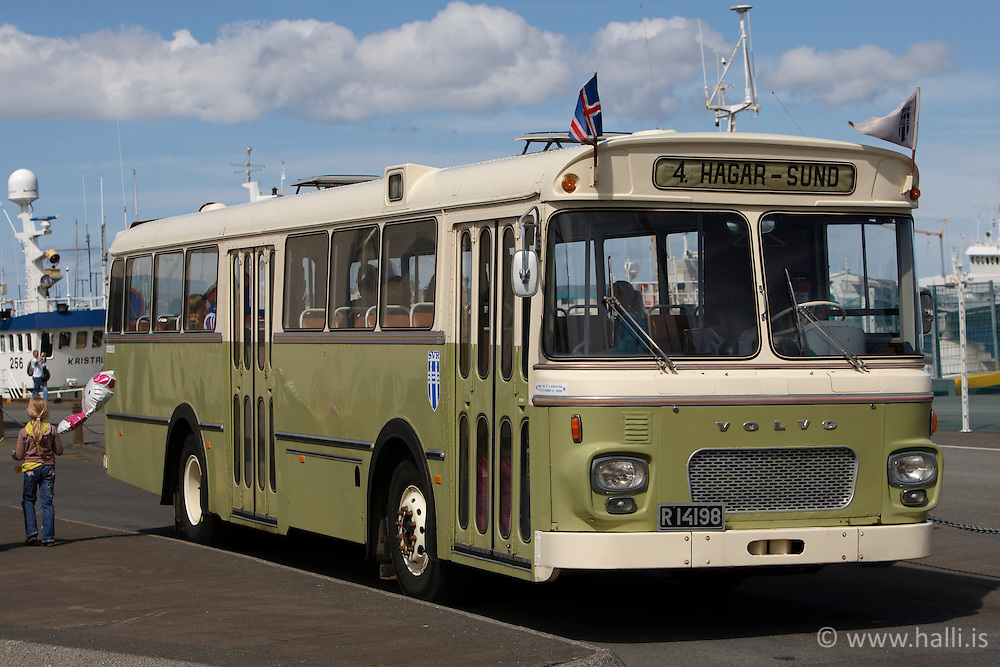 Old bus near the harbour at 17th of June, Celebration of the Independence day of Iceland - Gamall strætisvagn , Lýðveldisdagur Íslands, 17 júní