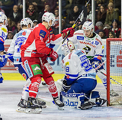 28.12.2018, Stadthalle, Klagenfurt, AUT, EBEL, EC KAC vs EC VSV, 32. Runde, im Bild Marco RICHTER (EC KAC, #81), Dan Bakala (EC Panaceo VSV, #39), Stefan Bacher (EC Panaceo VSV, #19), Jason DeSantis (EC Panaceo VSV, #71) // during the Erste Bank Eishockey League 32th round match between EC KAC and EC VSV at the Stadthalle in Klagenfurt, Austria on 2018/12/28. EXPA Pictures © 2018, PhotoCredit: EXPA/ Gert Steinthaler