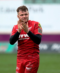 Scarlets' Steffan Hughes applauds the fans<br /> <br /> Photographer Simon King/Replay Images<br /> <br /> Guinness PRO14 Round 19 - Scarlets v Glasgow Warriors - Saturday 7th April 2018 - Parc Y Scarlets - Llanelli<br /> <br /> World Copyright © Replay Images . All rights reserved. info@replayimages.co.uk - http://replayimages.co.uk
