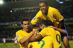 Luiz Fabiano comemora seu gol na partida entre as seleções do Brasil e Peru em partida válida pelas eliminatórias da Copa do Mundo de 2010. FOTO: Lucas Uebel / Preview.com