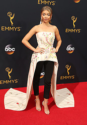 Sarah Hyland  bei der Verleihung der 68. Primetime Emmy Awards in Los Angeles / 180916<br /> <br /> *** 68th Primetime Emmy Awards in Los Angeles, California on September 18th, 2016***