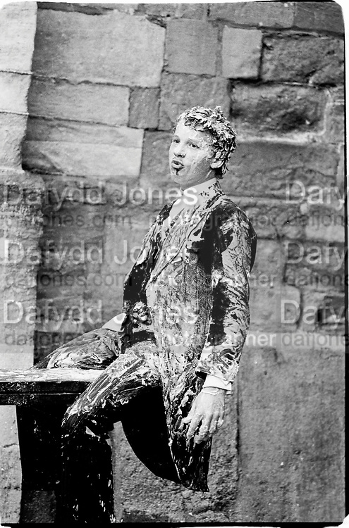 Jeffrey Newman,covered in soap, Eton action fair 26.8.81© Copyright Photograph by Dafydd Jones 66 Stockwell Park Rd. London SW9 0DA Tel 020 7733 0108 www.dafjones.com