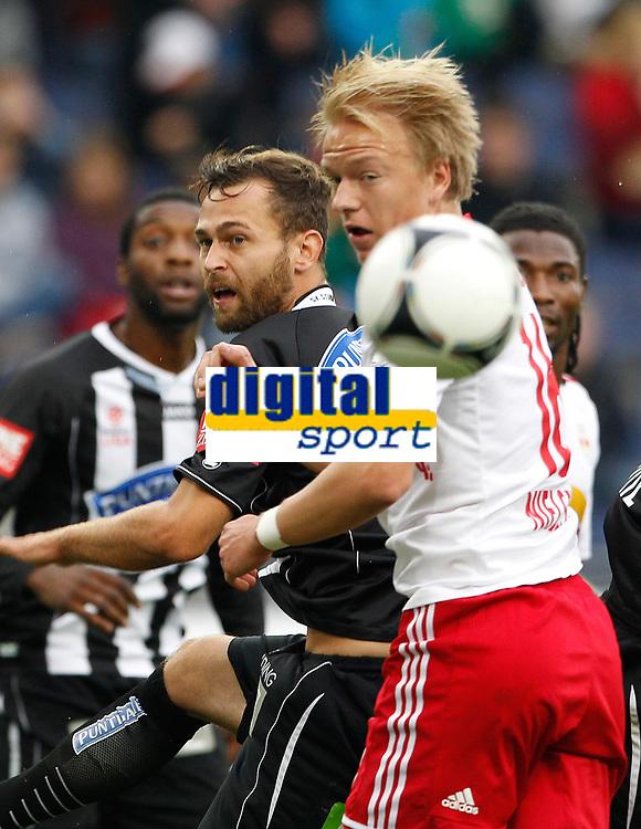 Fotball<br /> Østerrike<br /> Foto: Gepa/Digitalsport<br /> NORWAY ONLY<br /> <br /> SALZBURG,AUSTRIA,30.SEP.12 - FUSSBALL - tipp3 Bundesliga powered by T-Mobile, Red Bull Salzburg vs SK Sturm Graz. <br /> <br /> Bild zeigt Michael Madl (Sturm) und Håvard Nielsen (RBS).