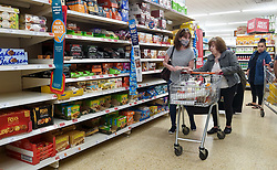 © Licensed to London News Pictures. 09/09/2021. London, UK. Shoppers in Sainsbury's supermarket in north London. Supermarket bosses warn that prices will rise across the retail industry in the coming months due to coronavirus pandemic disruption and a shortage of HGV drivers. Photo credit: Dinendra Haria/LNP