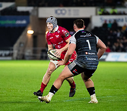 Jonathan Davies of Scarlets under pressure from Gareth Thomas of Ospreys<br /> <br /> Photographer Simon King/Replay Images<br /> <br /> Guinness PRO14 Round 11 - Ospreys v Scarlets - Saturday 22nd December 2018 - Liberty Stadium - Swansea<br /> <br /> World Copyright © Replay Images . All rights reserved. info@replayimages.co.uk - http://replayimages.co.uk