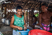 Aurideia prepares the fish that Aldemir fished earlier while talking to the family friend Eduardo that lives most of the year with them. The diet of the people at the Queimada dos Britos consists in fish and some meet from the cattle they create on the dunes. They also have a small garden for farming but nothing major since they are afraid of the accelerating advance of the dunes that have already covered several houses. No one really knows when the village was founded but the legend says that the founder Manuel Brito, when running away from home due to a drought that was scorching his homeland, he ended up settling down in the only non-sandy portion of the Lençois.