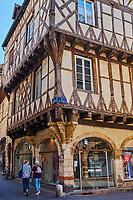 France, Saône-et-Loire (71), Chalon-sur-Saône, la vieille ville, façade à colombage à l'angle des rues du Pont et Saint-Vincent // France, Saône-et-Loire (71), Chalon-sur-Saône, old city, old wooden house
