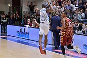 DESCRIZIONE : Campionato 2015/16 Serie A Beko Dinamo Banco di Sardegna Sassari - Umana Reyer Venezia<br /> GIOCATORE : Brenton Petway The Arrow<br /> CATEGORIA : Ritratto Esultanza Curiosità<br /> SQUADRA : Dinamo Banco di Sardegna Sassari<br /> EVENTO : LegaBasket Serie A Beko 2015/2016<br /> GARA : Dinamo Banco di Sardegna Sassari - Umana Reyer Venezia<br /> DATA : 01/11/2015<br /> SPORT : Pallacanestro <br /> AUTORE : Agenzia Ciamillo-Castoria/L.Canu